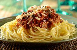Espaguete à Putanesca com Atum