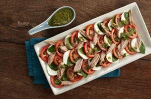 Salada Caprese com Filé de Atum