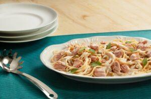 Espaguete com Atum, Requeijão e Azeitonas